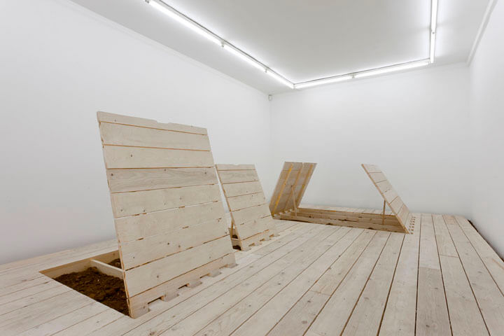 view-of-the-exhibition-the-buried-works_2012-4